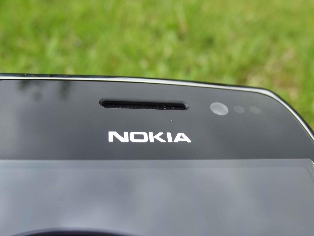 12-Nokia_E6