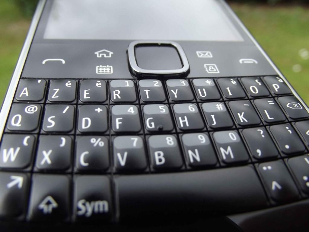 15-Nokia_E6
