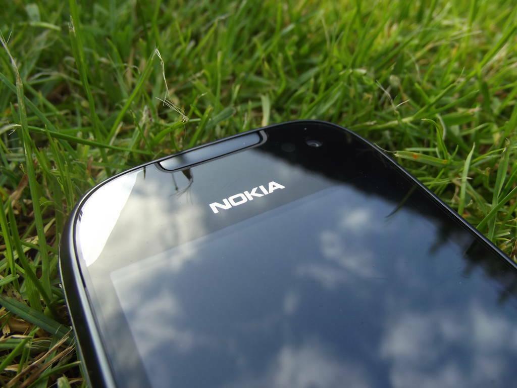 10-Nokia_701