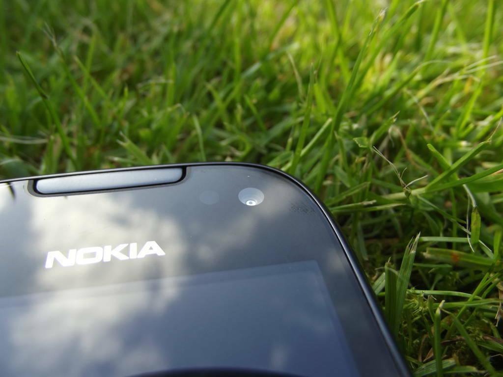 12-Nokia_701