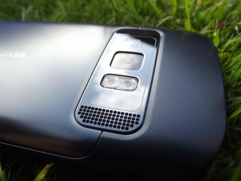 14-Nokia_701