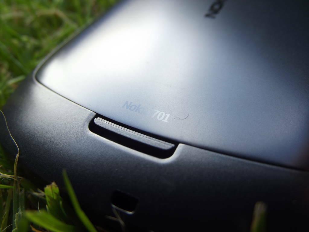 15-Nokia_701