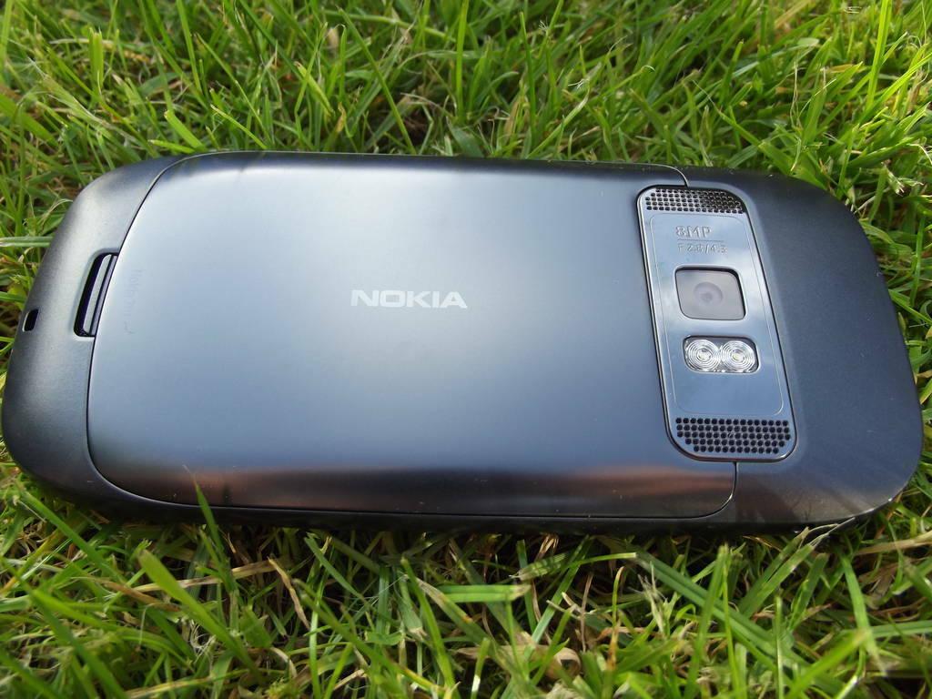 16-Nokia_701