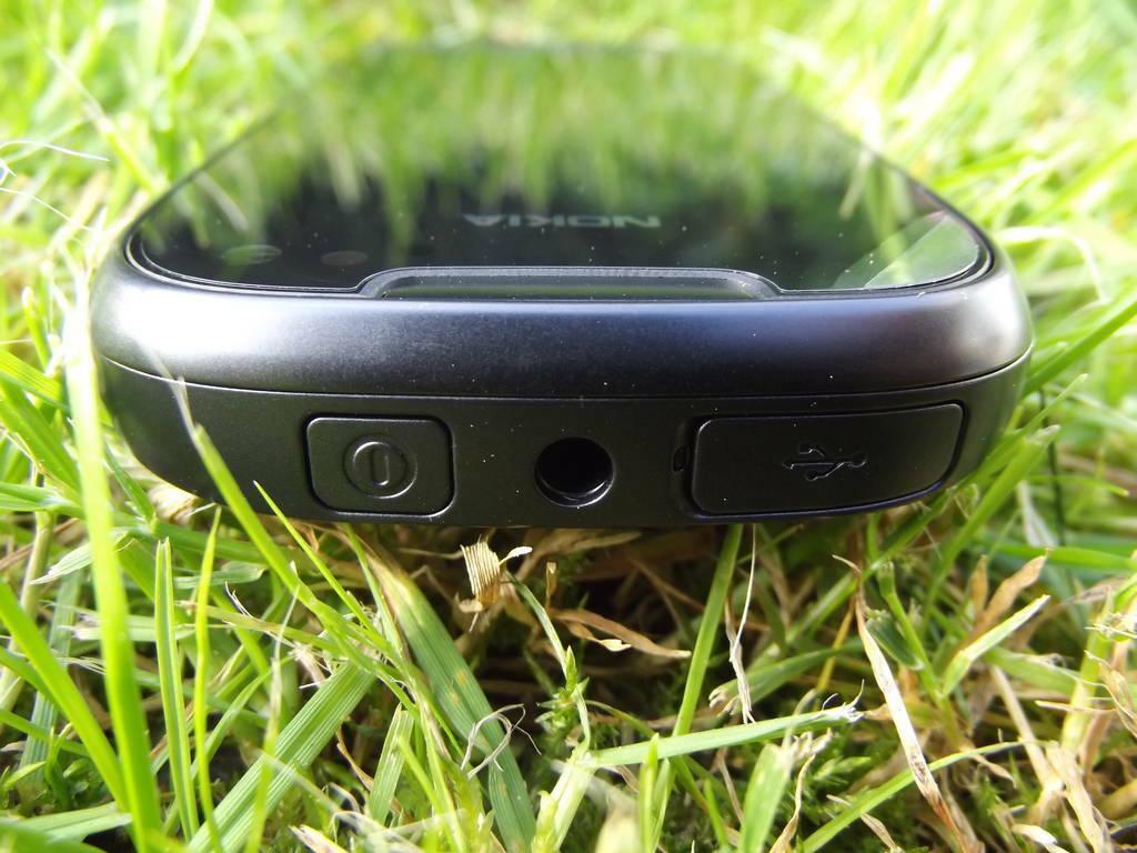 17-Nokia_701