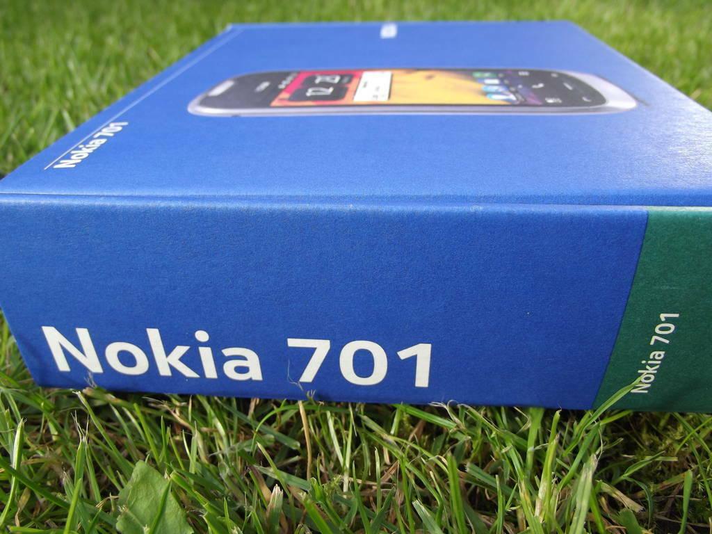 2-Nokia_701