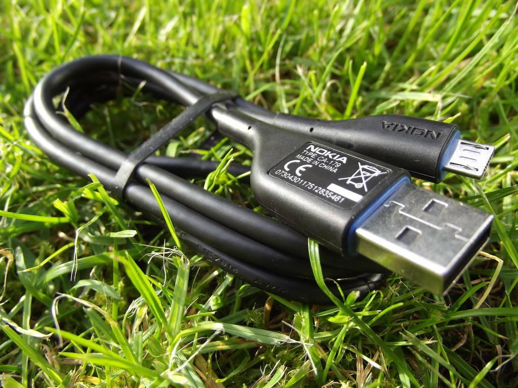 7-Nokia_701
