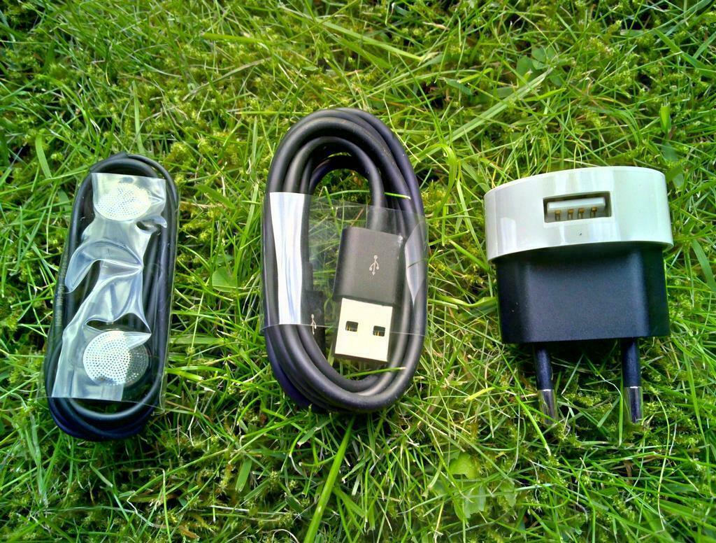 15-Nokia_N9_Black_Accessoires