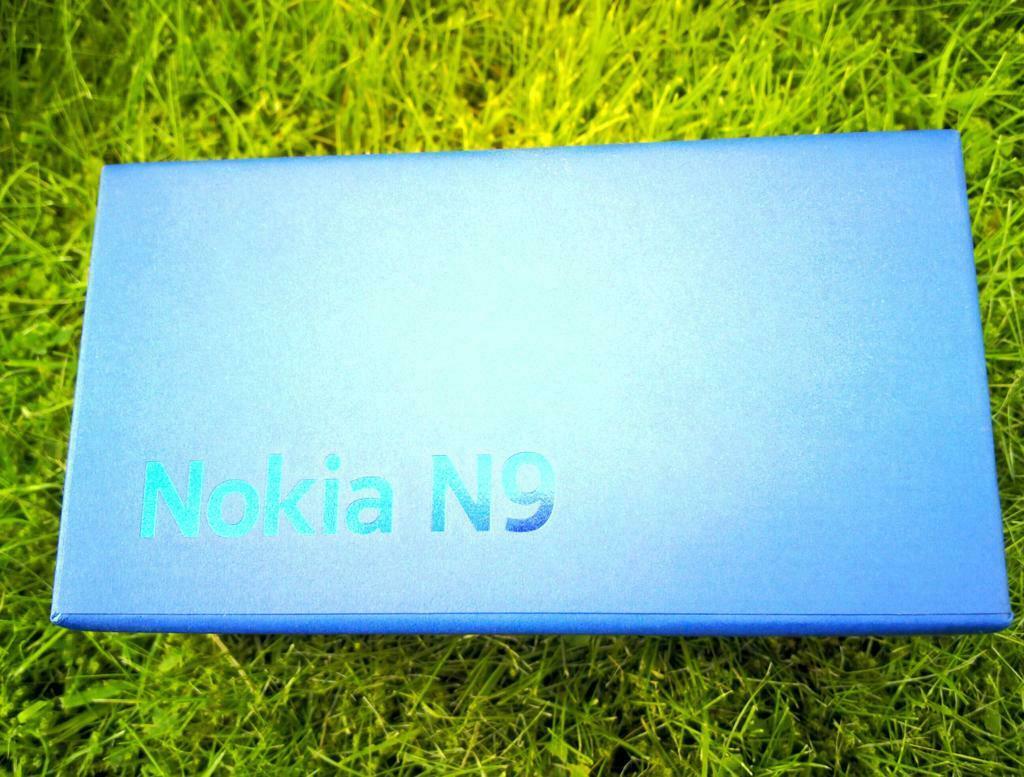 2-Nokia_N9_Black_Boite