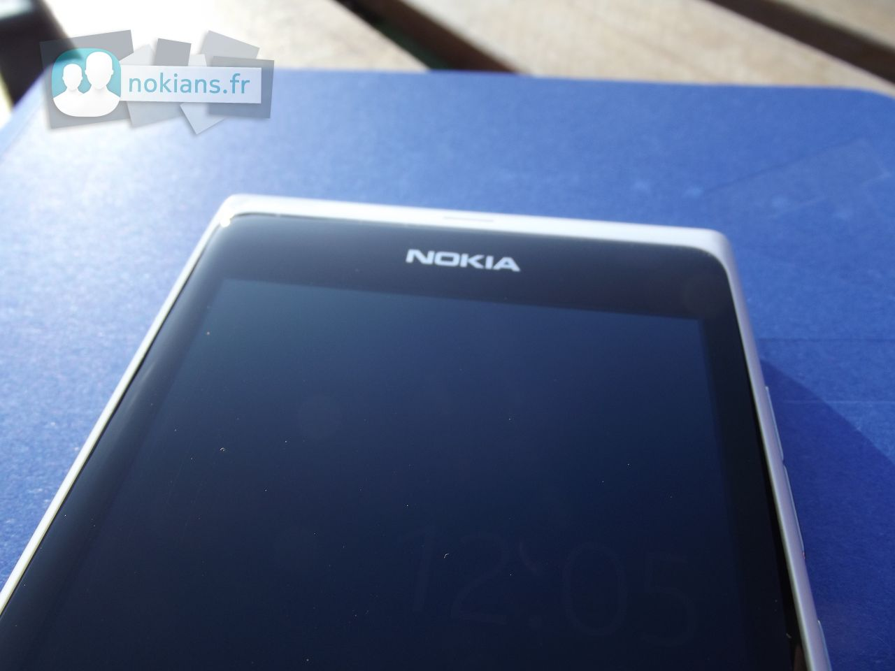 06-White_Nokia_N9_NokiansFr_06