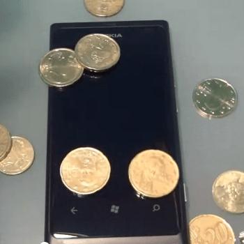 L'écran du Nokia Lumia 800 mis à l'épreuve