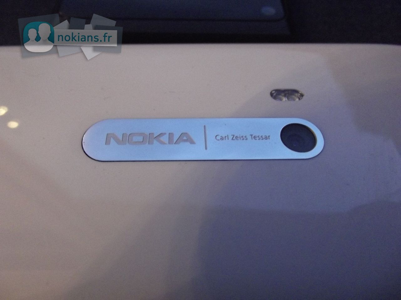White_Nokia_N9_NokiansFr_07