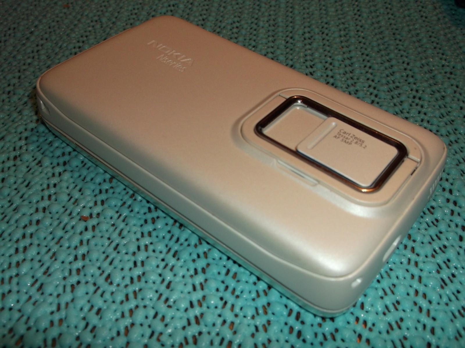 Un Nokia N900 blanc, or, couleur café, ça vous dit ?