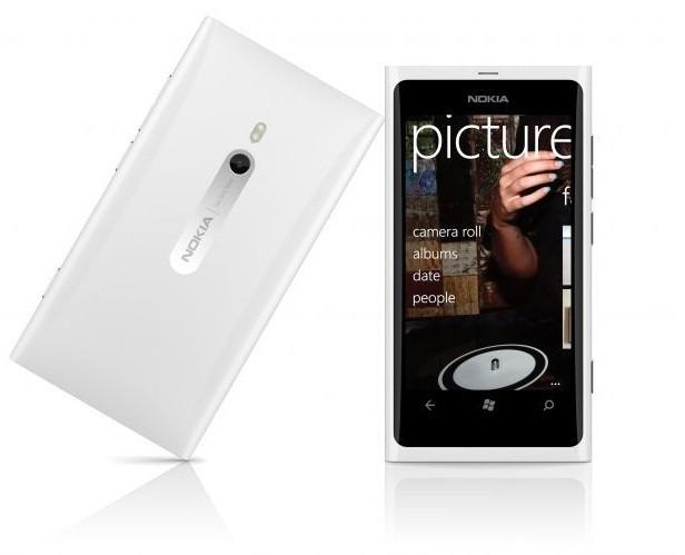 Des nouvelles couleurs pour le Nokia Lumia 800 ?