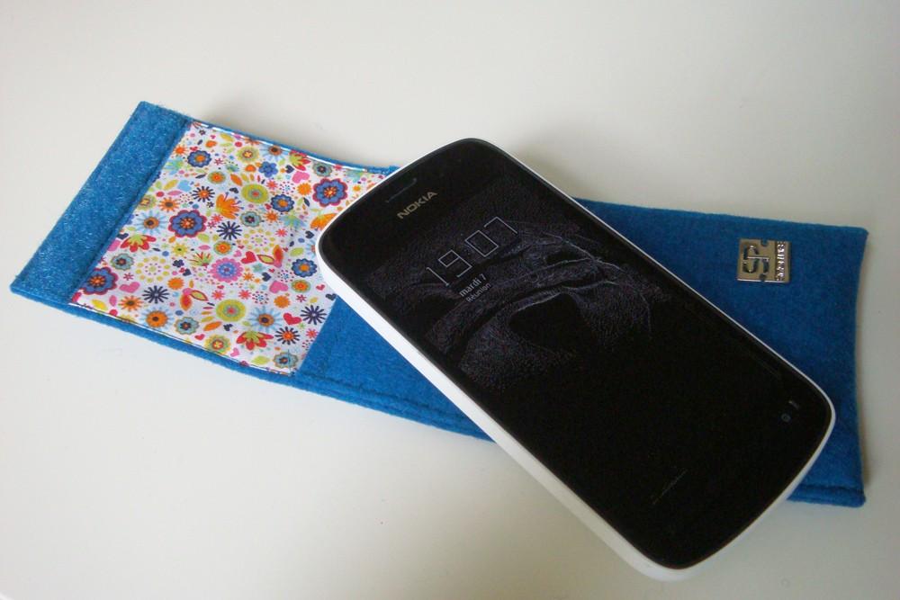 Simon Pike propose des housses design pour votre mobile