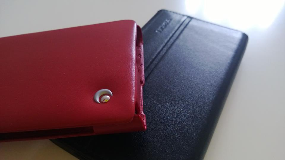 Lumia 920 : Etui NoRêve Tradition vs etui Nokia CP-600
