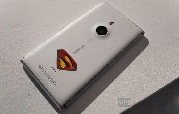 Nokia va sortir un Lumia 925 Superman en Chine
