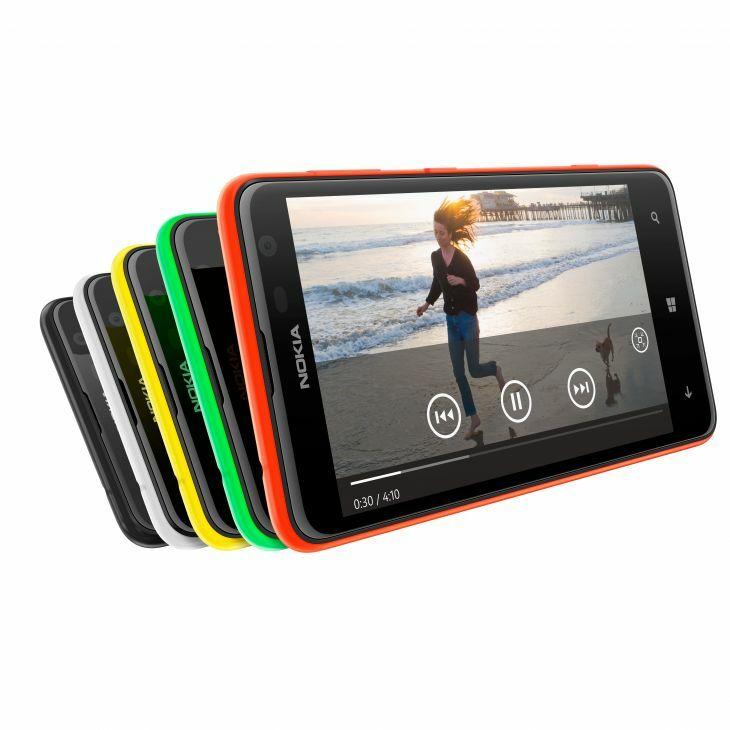 Pour l'achat du Nokia Lumia 625, Free Mobile offre un casque Coloud Boom et le chargeur de poche