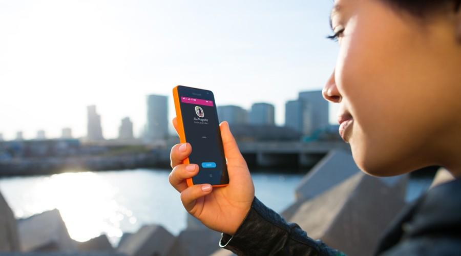 Lumia-430_Skype-calling