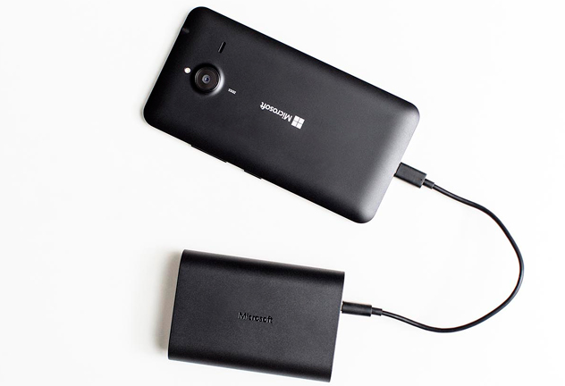 Microsoft-Portable-Dual-charger_feat