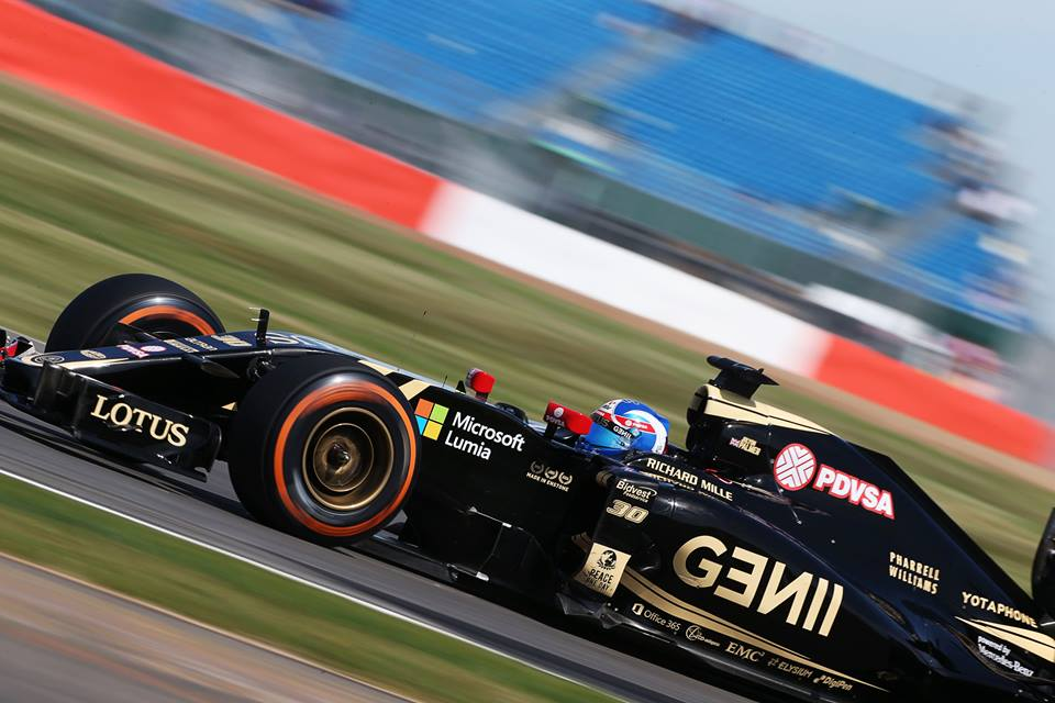 LOTUS-F1-TEAM-MICROSOFT-LUMIA-1.jpg
