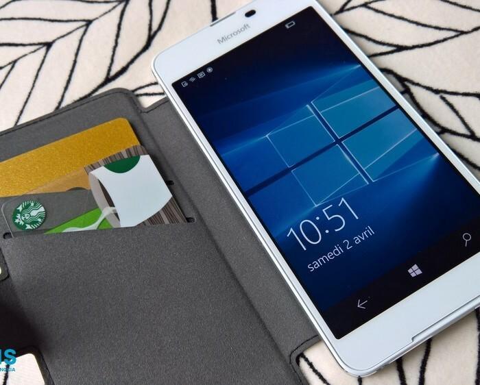 Test de la housse Flip Mozo avec compartiments cartes pour Lumia 650