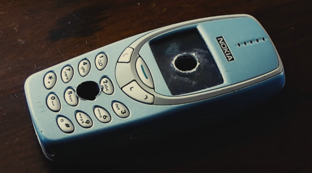 Nokia 3310 percé