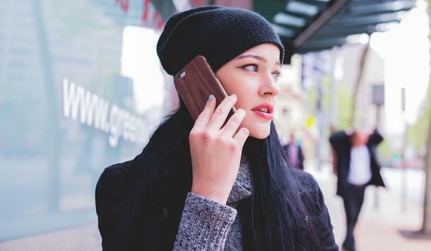 jeune-fille-telephone
