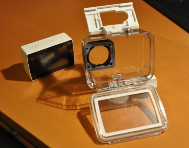 8-yi-4k-action-camera-boitier-ouvert