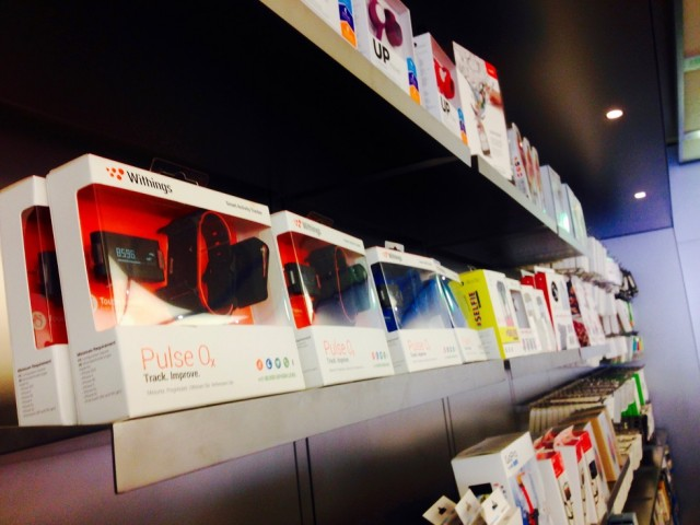 withings-pulse-02-and-other-fitness-bands-on-shelf-at-apple-store
