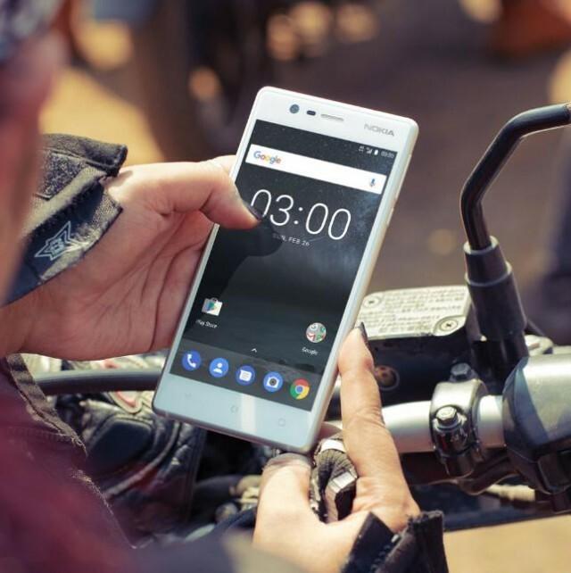 Nokia 3 Hand