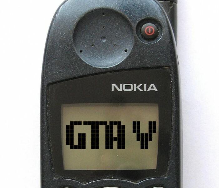 Un geek utilise l'écran du Nokia 5110 pour jouer à GTA V et regarder des films !