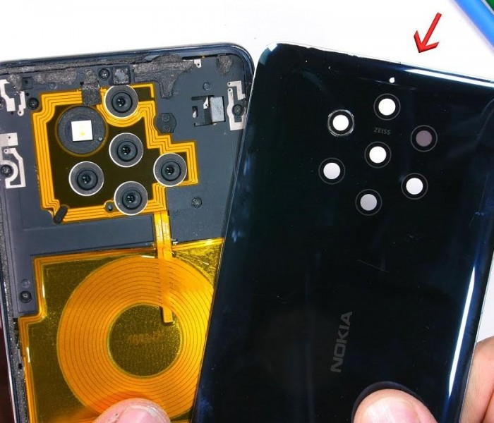 Zack de JerryRigEverything démonte le Nokia 9 PureView